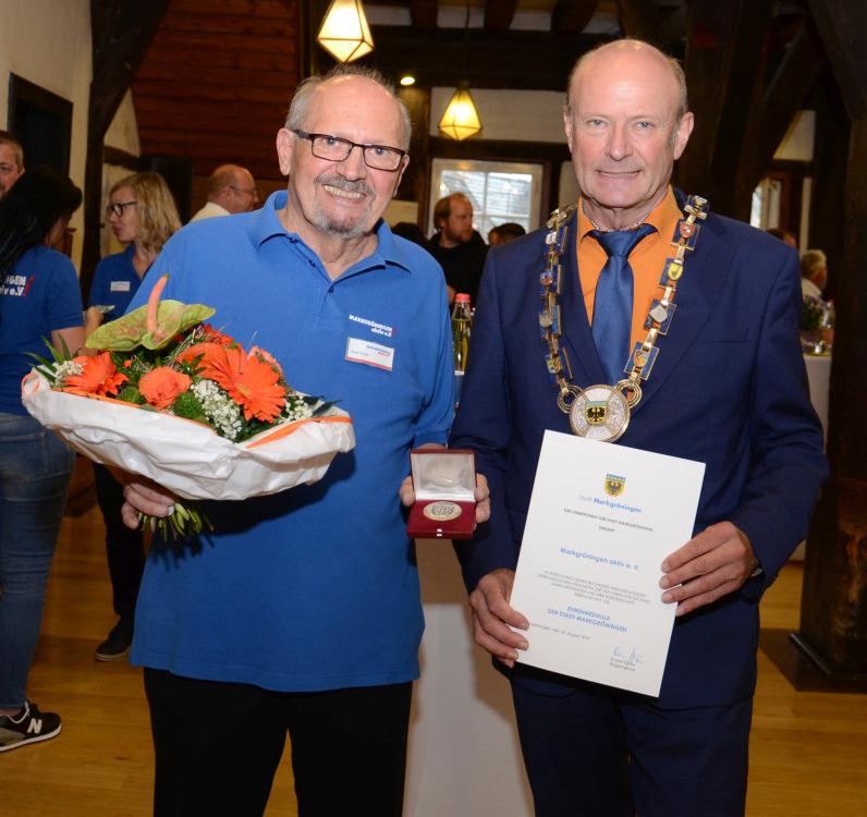 Verleihung der Ehrenmedaille der Stadt Markgröningen an den Verein Markgröningen aktiv | Foto: Markgröningen aktiv
